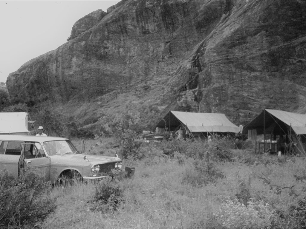 Glen starts Cottar's Camp in Tsavo East, the first of its kind in Africa